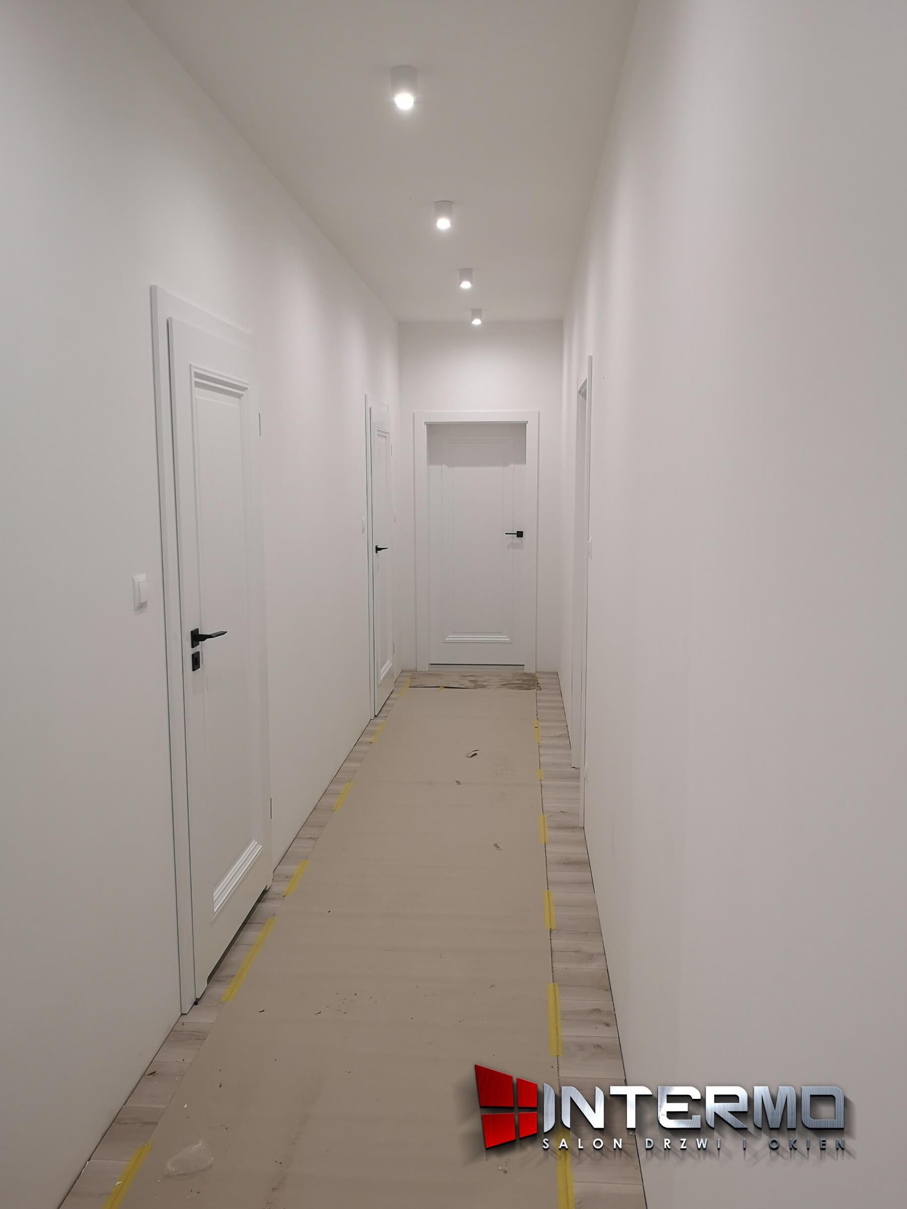 Montaż drzwi wewnętrznych POL-SKONE