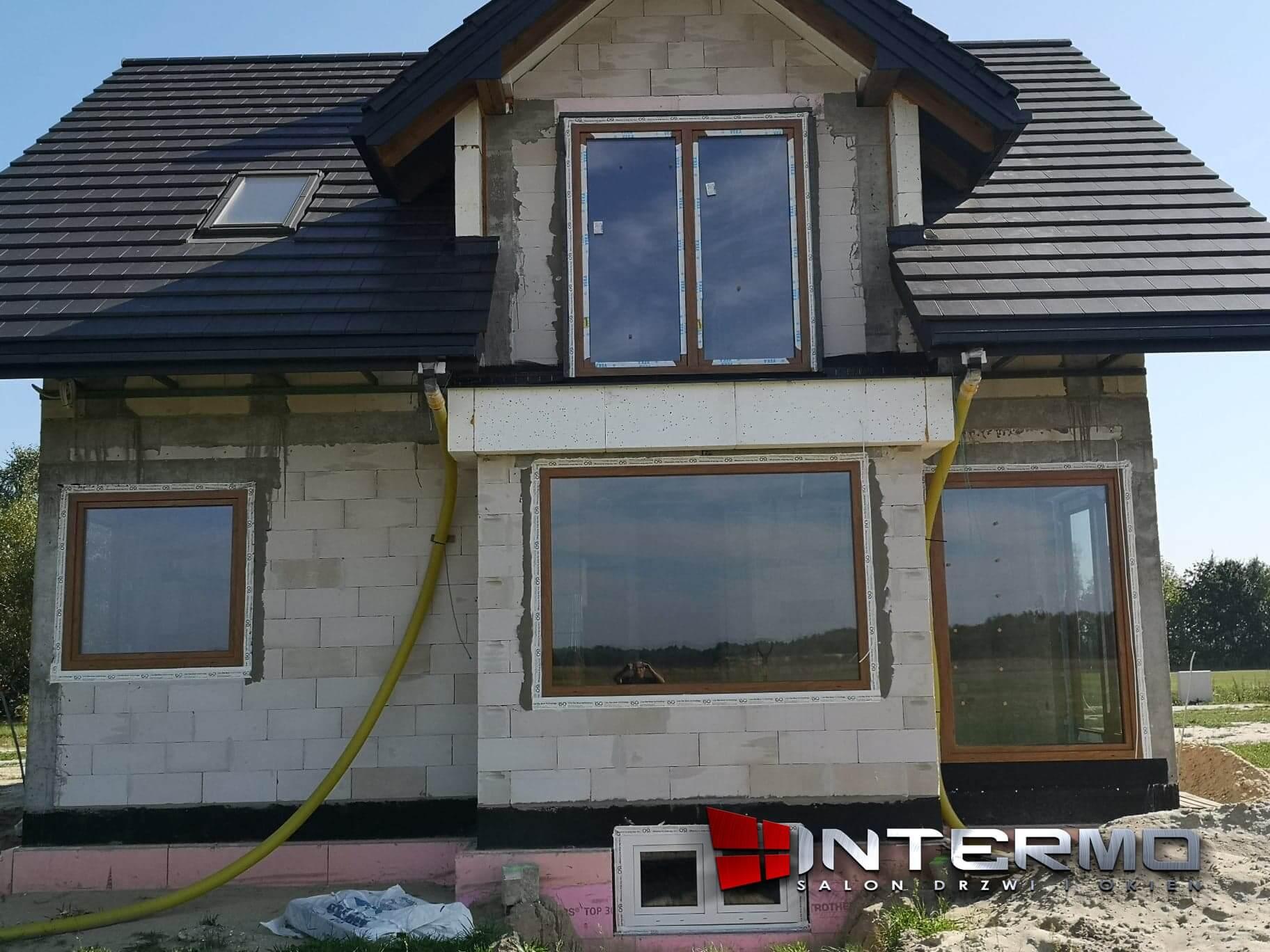 montaz stalych okien