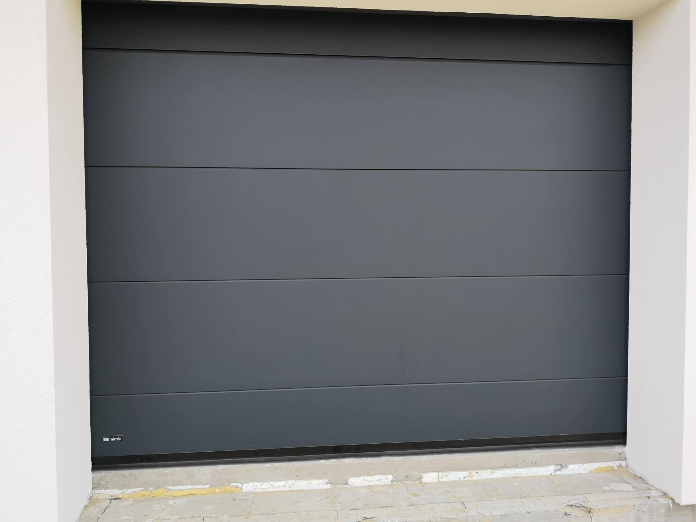 Brama garażowa w kolorze antracyt