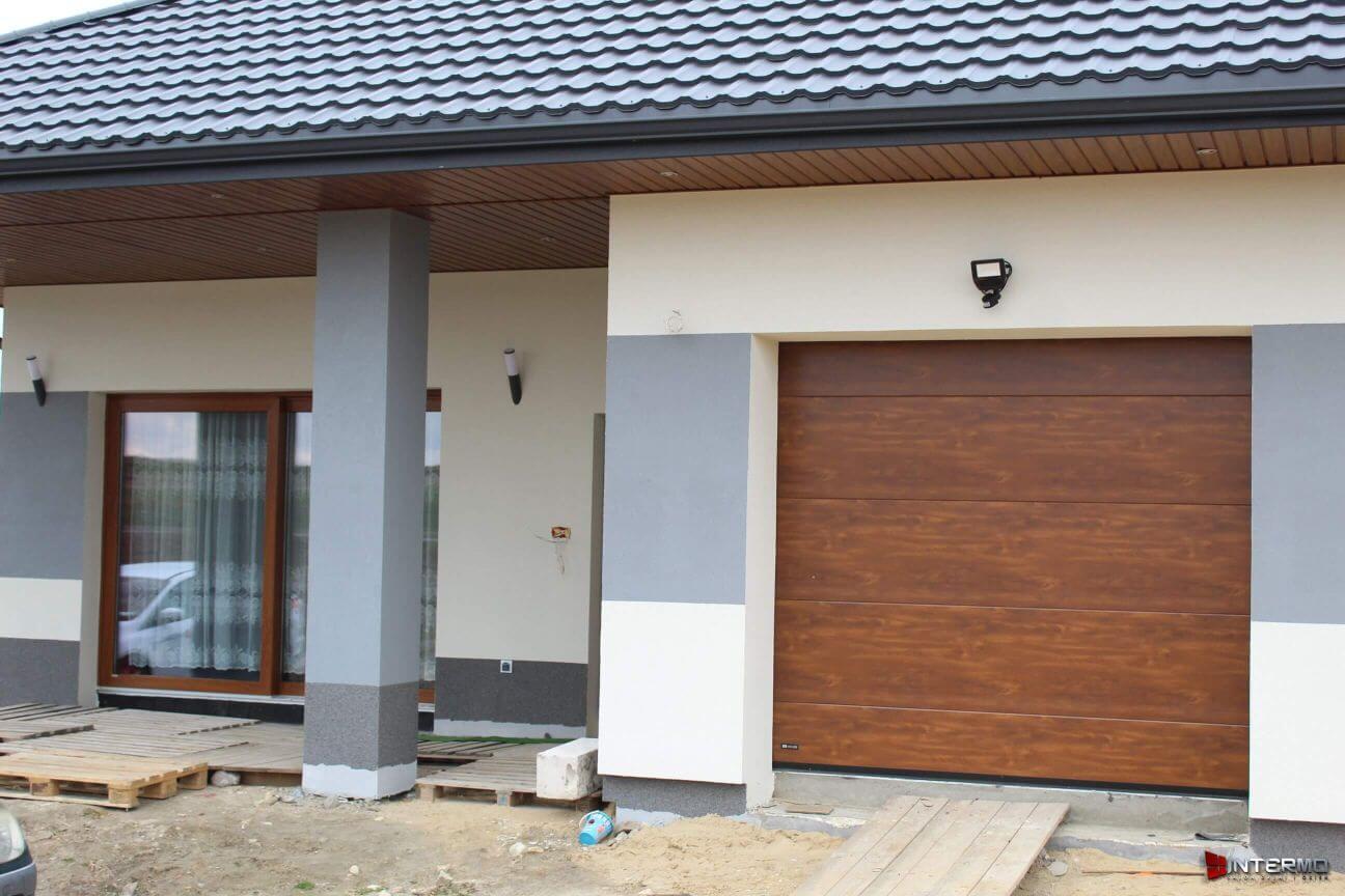 Zamontowana brama garażowa